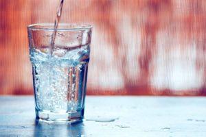 Ποια είναι τα οκτώ οφέλη του να πίνετε ζεστό νερό