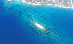 Κόρφο Κορινθίας: Η «Γαλάζια Λίμνη» της Ελλάδας κρύβει μια βυθισμένη Μυκηναϊκή πόλη (video)
