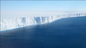 Παγκόσμια ανησυχία: Γιγάντια τρύπα εντοπίστηκε μέσα σε παγετώνα της Ανταρκτικής