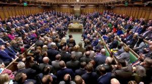 Βρετανία: Αναβολή του Brexit αποφάσισαν οι βουλευτές! Βάζει «πάγο» η Κομισιόν