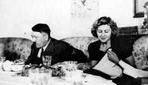 Αδόλφος Χίτλερ - Εύα Μπράουν: Η αυτοκτονία μία μέρα μετά το γάμο τους