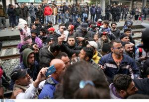 Κατάληψη στο Σταθμό Λαρίσης από πρόσφυγες – Δεν γίνονται δρομολόγια. ΣΧΕΔΙΟ ΧΑΟΥΣ