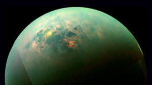 Συγκλονιστικά νέα για το σύμπαν: Ο Τιτάνας έχει λίμνες από υγρό μεθάνιο που πέφτει σαν βροχή