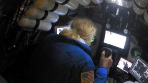 Νέο ρεκόρ κατάδυσης με σκάφος από Αμερικανό – Έφτασε σε βάθος 10.927 μέτρων