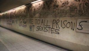 Βανδάλισαν το Μετρό Ακρόπολης με συνθήματα υπέρ των μεταναστών