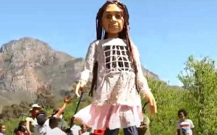 «Μικρή Αμάλ»: Η μαριονέτα-πρόσφυγας που θα διασχίσει την Ευρώπη