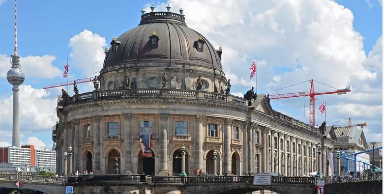 Γερμανία: Δεκάδες αντικείμενα τέχνης καταστράφηκαν στο Μουσείο Island στο Βερολίνο ΥΜΝΗΤΕΣ ΤΟΥ ΤΡΙΤΟΥ ΡΑΙΧ ?