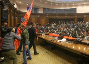 Οργή λαού στην Αρμενία για τη συμφωνία στο Ναγκόρνο Καραμπάχ! «Μπούκαραν» στη Βουλή