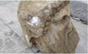 Αρχαία κεφαλή σε εργασίες στην οδό Αιόλου! Μπακογιάννης: Υπερηφάνεια και θαυμασμός