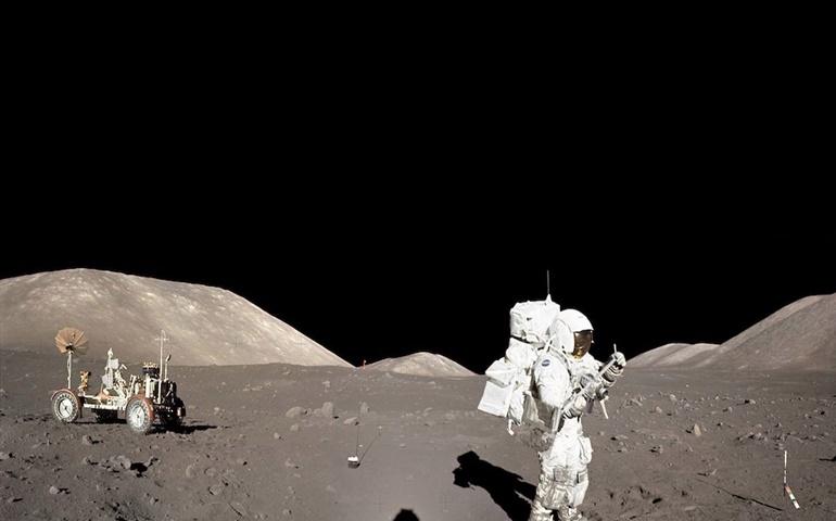 Οι μυστηριώδεις λάμψεις της Σελήνης, που καταγράφηκαν από τους αστροναύτες του «Απόλλων 17»