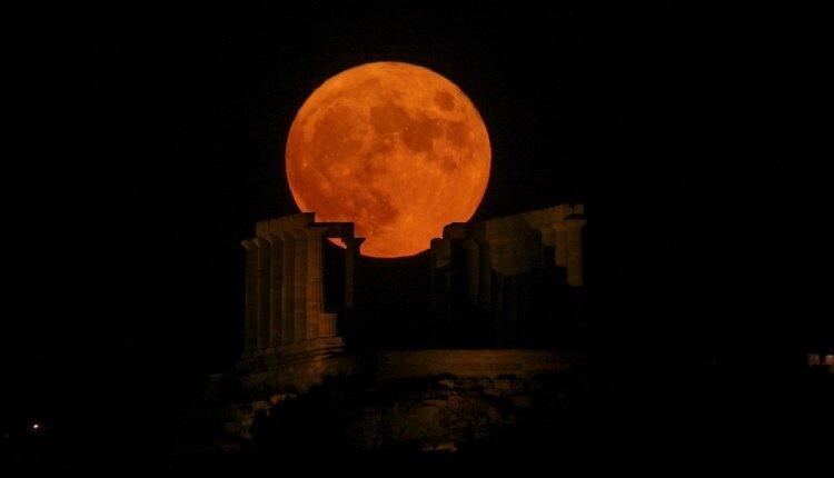 Θα κορυφωθεί σήμερα η μοναδική ροζ υπερπανσέληνος του Απριλίου – Tο πιο λαμπρό φεγγάρι του έτους