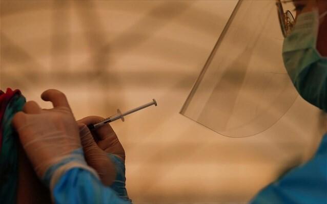 Η πιο εμβολιασμένη χώρα στον κόσμο ανακοινώνει νέους περιορισμούς