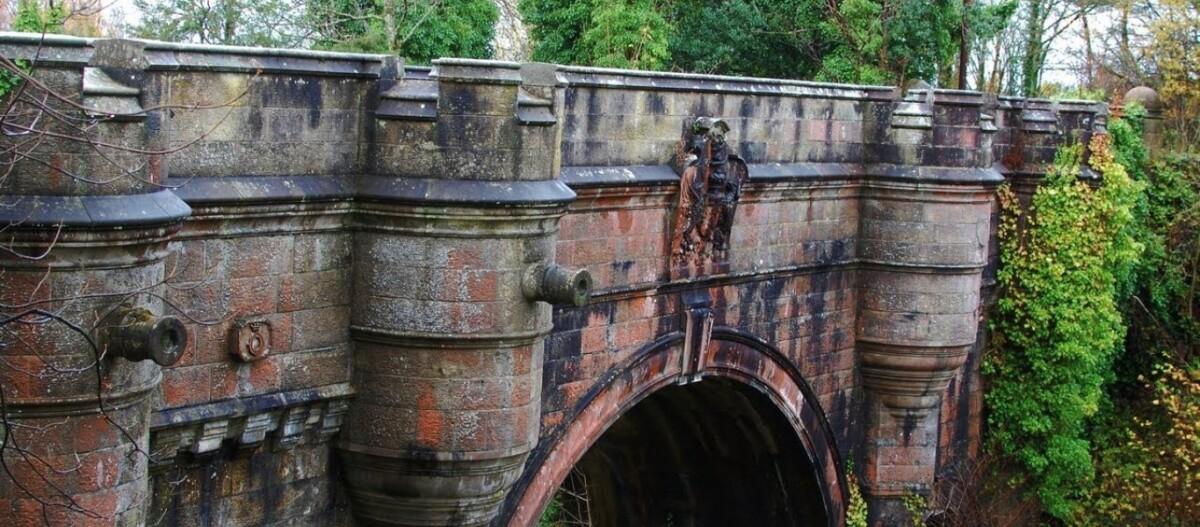Η τοξωτή γέφυρα Overtoun στη Σκωτία προκαλεί μυστήριο - Γιατί πηδούν από αυτή δεκάδες σκύλοι