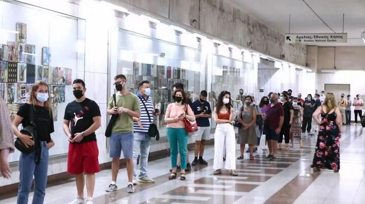 Σαρηγιάννης: «Βόμβες» για τοπικά lockdown και 3.500 κρούσματα ημερησίως τον Αύγουστο – Ζητά επιστροφή της μάσκας