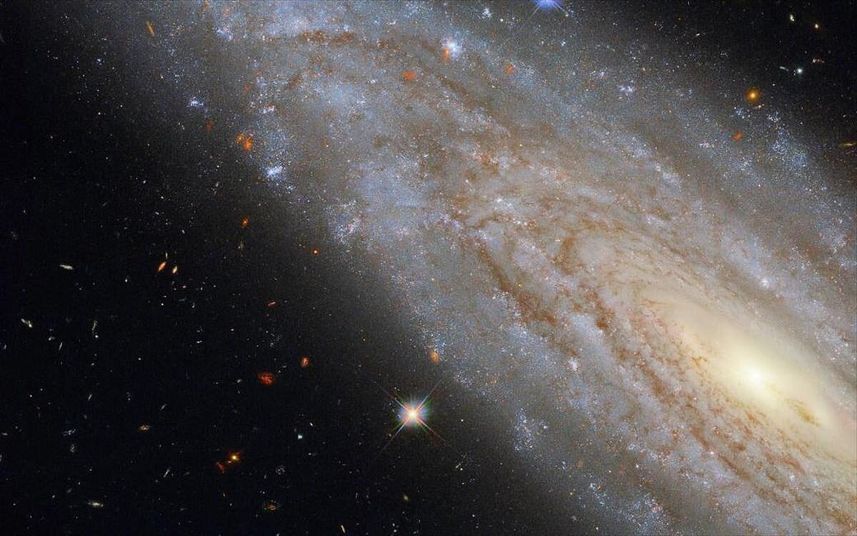 Το Hubble εντόπισε μυστηριώδες γαλαξιακό φαινόμενο