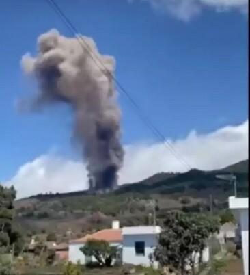 Έκρηξη ηφαιστείου στην Ισπανία: Προηγήθηκαν 22.000 σεισμοί – Συγκλονιστικές εικόνες